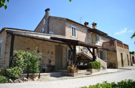 Farmhouse for sale in Le Marche. Morrovalle