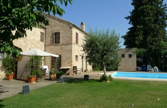 Portion of a villa for sale in Le Marche