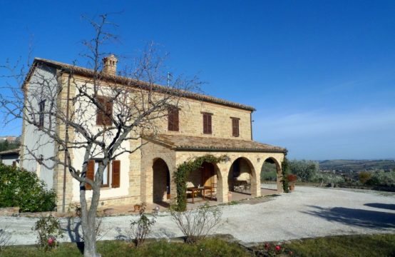 Restored farmhouse for sale in Le Marche. San Ginesio
