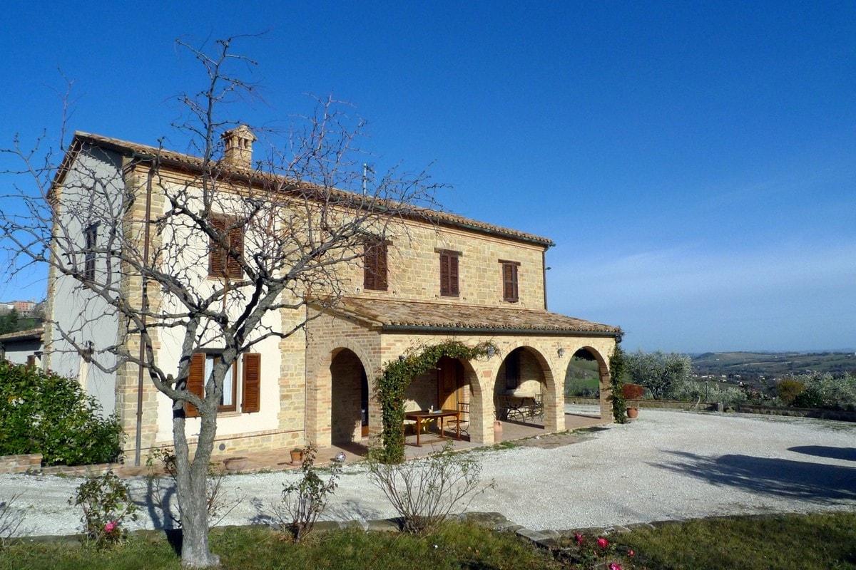 Casale ristrutturato provincia di macerata san ginesio marche