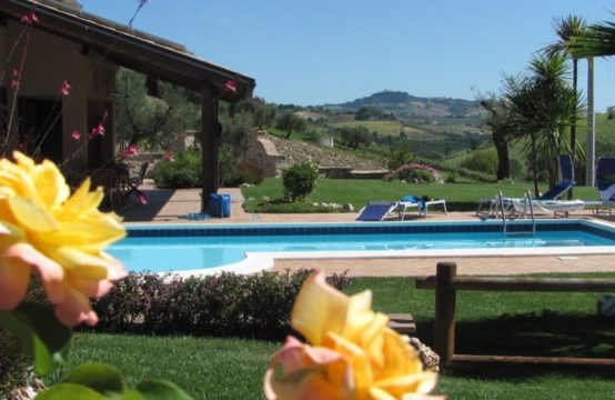 PRICE REDUCED. Farmhouse for sale Marche in Carassai