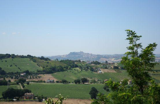 Palazzo a pochi km dal mare da ristrutturare a Lapedona, Marche