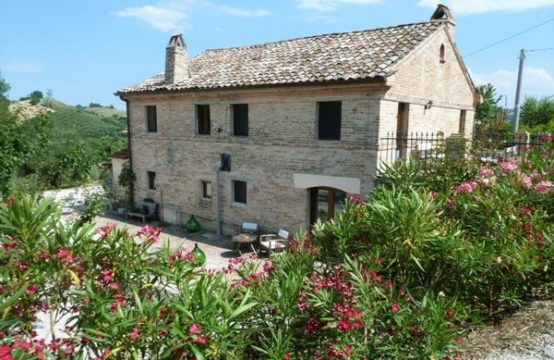 Restored farmhouse/B&B for sale in Petritoli, Marche