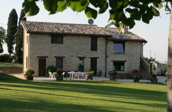 Casale di prestigio con 6 camere in vendita a Treia, Marche