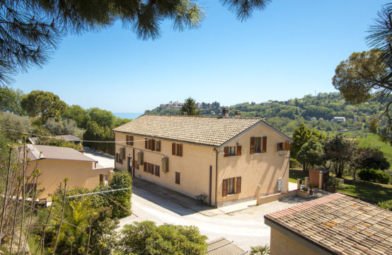 A large restored farmhouse with 4 apartments, 2 annexes and a sea view for sale in Marche