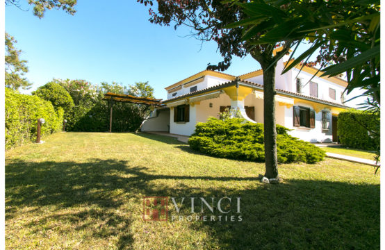 Price reduced. Seaside villa in residence with swimming pool and tennis courts
