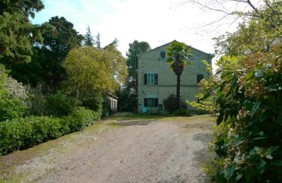 Large farmhouse to be restored for sale in Marche with dependance already restored.