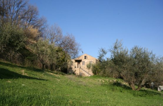 House for sale in Marche near the sea