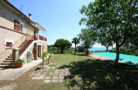 House with beautiful view of the sea for sale in Marche