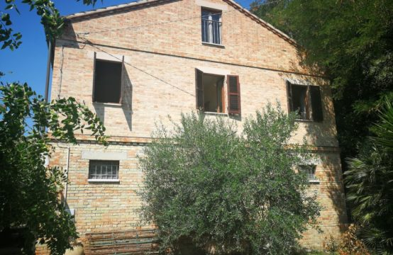 PRICE REDUCED. House for sale in Marche near the sea