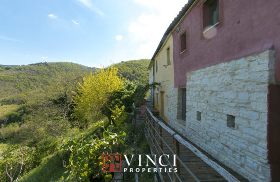 Price reduced. Ancient and characteristic rural village/B&B for sale Marche