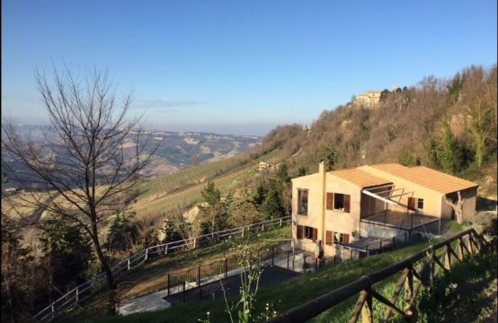 House for sale in the Marche near the coast