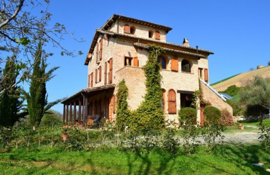 House and building plot for sale in Le Marche