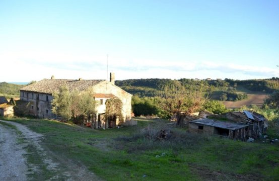 Farmhouse to restore with sea view for sale in Le Marche, Torre di Palme