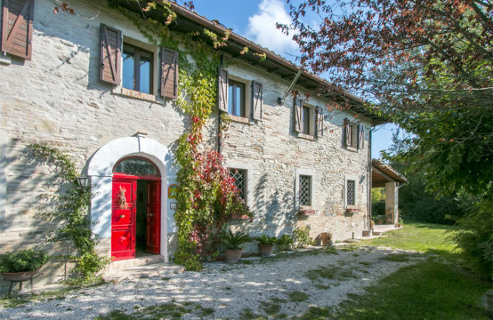 PRICE REDUCED. Beautiful ancient and panoramic 5 bedroom property for sale in Marche