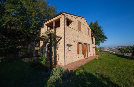 Farmhouse rebuilt and for sale in Le Marche