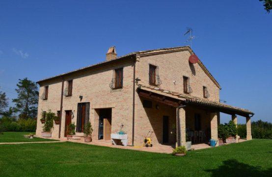 Casale di prestigio in vendita a Fermo con vista mare