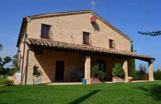 Exceptional value/Price reduced. 5 bedrooms restored Country house for sale in Marche near the sea