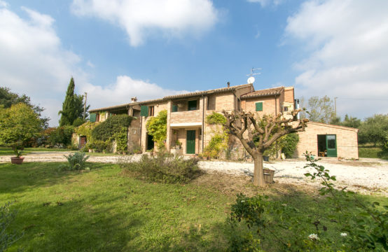Agriturismo for sale in le Marche with 11 bedrooms
