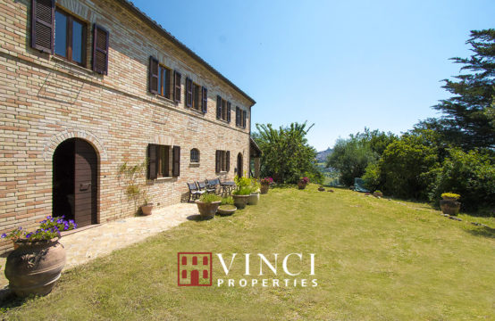 Restored 6 bedroom farmhouse with sea view for sale in Marche
