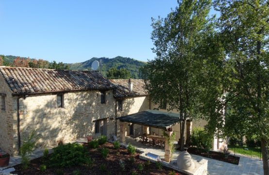 Country house with pool and beautiful view for sale Marche