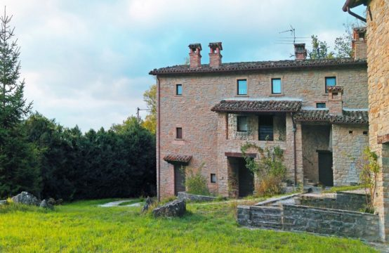 Price reduced. Stone farmhouses with land for sale in Le Marche, Mercatello sul Metauro