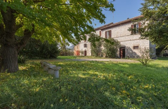 PRICE REDUCED. Antique farmhouse for sale in Le Marche. Fossombrone