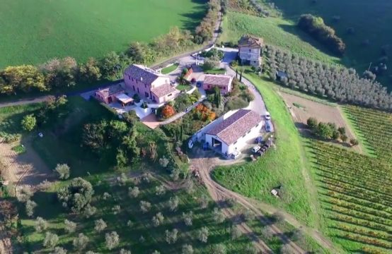 A 7 bedroom renovated farmhouse/B&B for sale in Porto San Giorgio.
