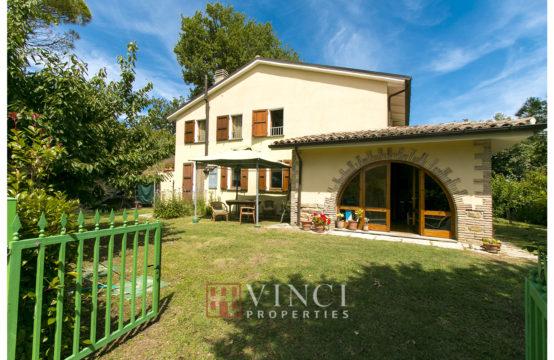 Casa con piscina e terreno in vendita nelle Marche, Pergola