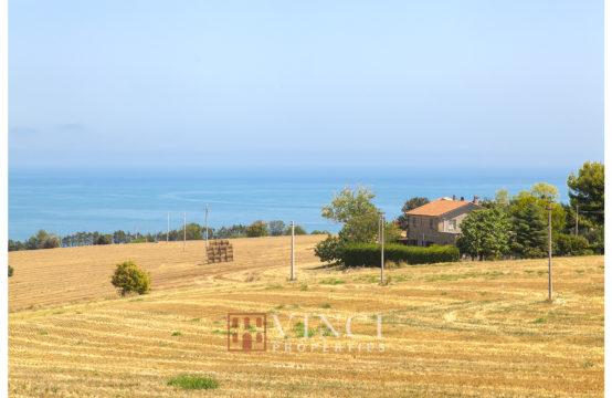 Casale con splendida vista mare in vendita Altidona