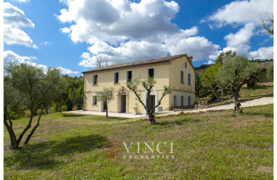 Partially restored farmhouse for sale Marche, Camporotondo di Fiastrone