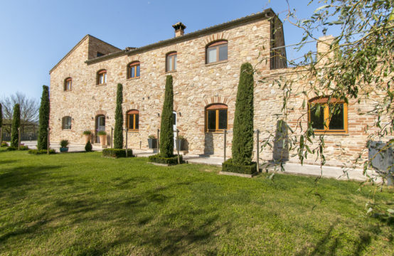 Beautiful farmhouse for sale in Le Marche, Montefiore