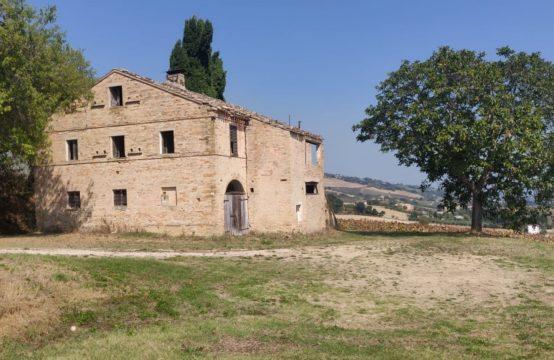 Casale tipico marchigiano vista mare – Monterubbiano