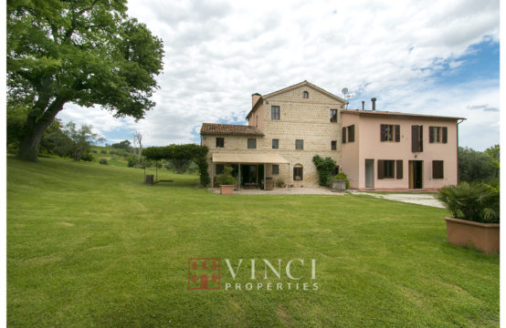 Agriturismo with 6 hectares of land